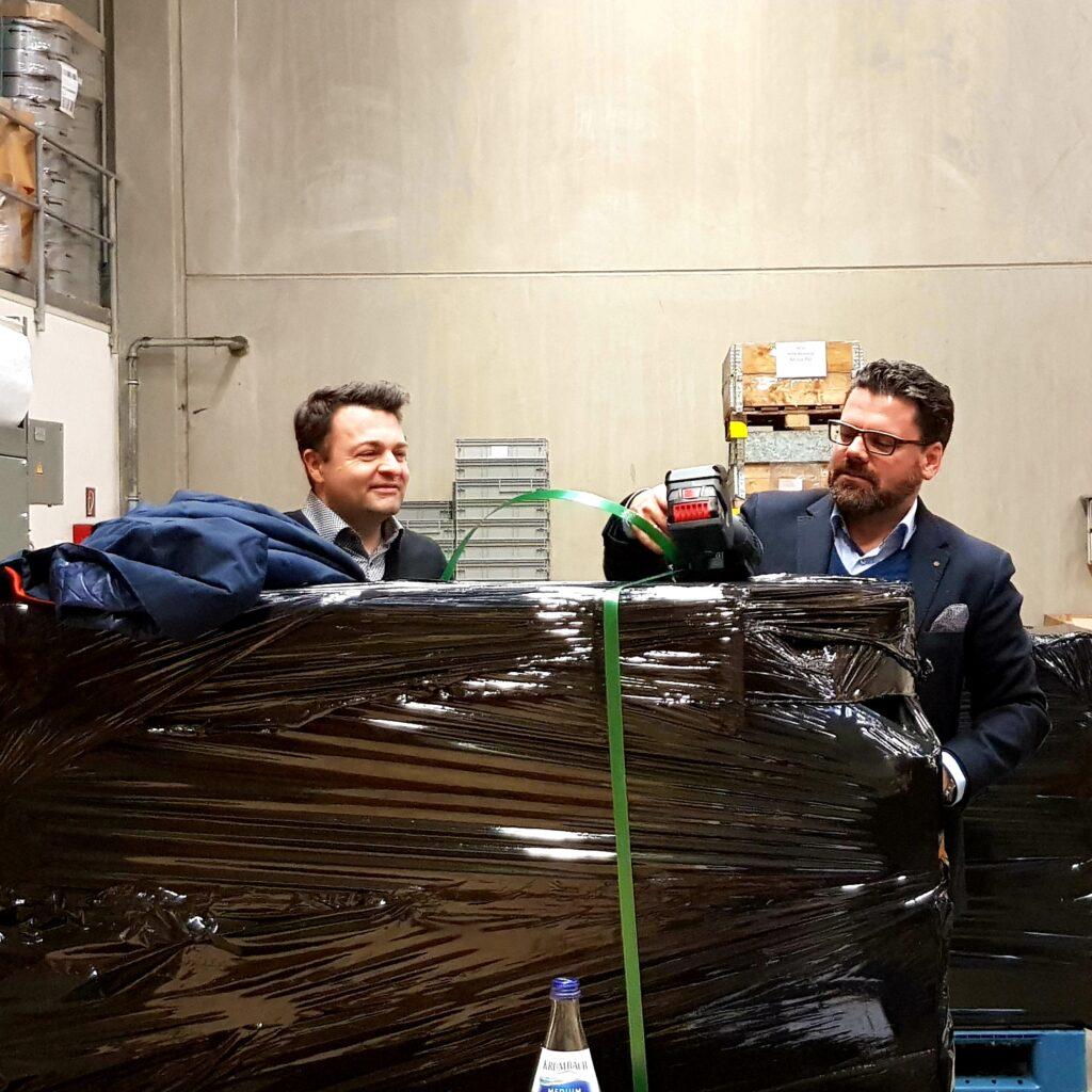 Packstation bei unserm Partner Industrieverpackung Heidenheim. Mit Geschäftsführer Herrn  Maier und Herrn Hoffmann-Pichler.