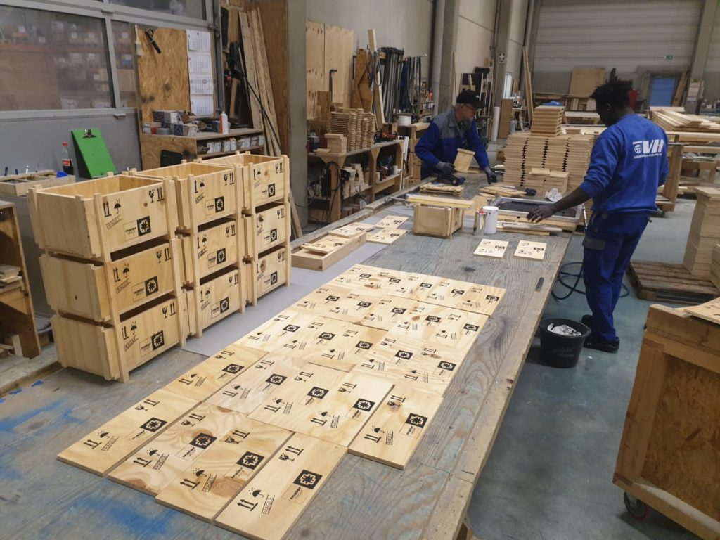 Packstation bei unserm Partner Industrieverpackung Heidenheim